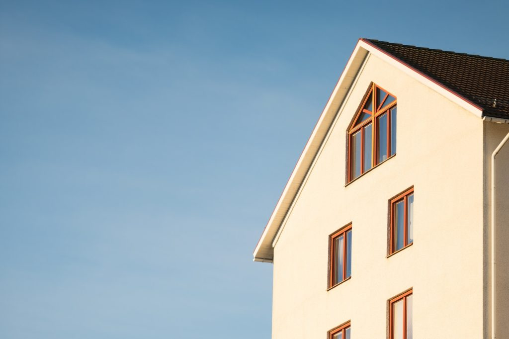 Construir casa própria vs. comprar casa pronta